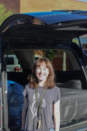 DePauw University first-year, Maggie Ephraim, unpacks car